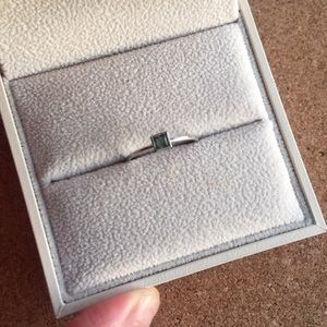 14k white gold green sapphire ring size 5